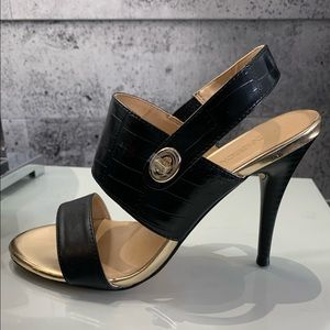 **NEW Black and gold sandal size 8